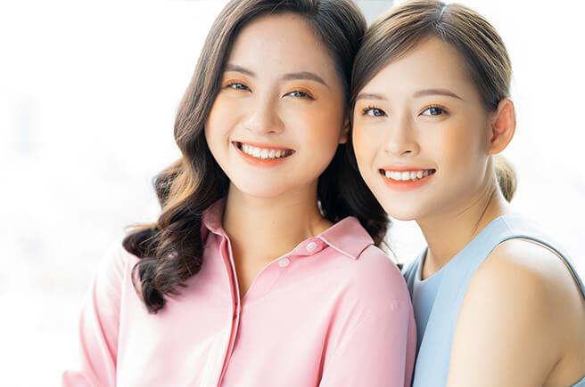 きれいな歯の女性2人